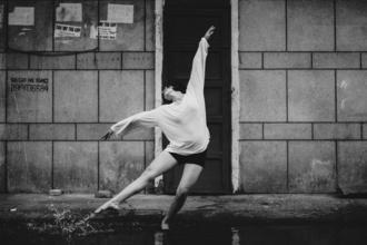 Procuramos bailarinas caucasianas entre os 20 e os 30 anos para projeto