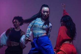Procuramos dançarinos e dançarinas de hip hop a partir dos 18 anos para espetáculo
