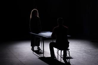 Procuram-se dois actores/actrizes para completar elenco da companhia em Almada