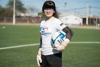 Procuramos meninas joguem muito bem futebol entre os 8 e os 10 anos parapublicidade