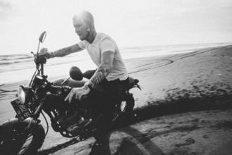Procuramos homem motoqueiro entre os 45 e os 50 anos para projeto