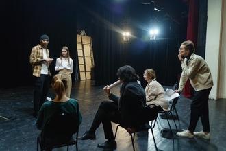 Procuramos atores e bailarinos a partir dos 18 anos para espetáculo infantil em Almeirim
