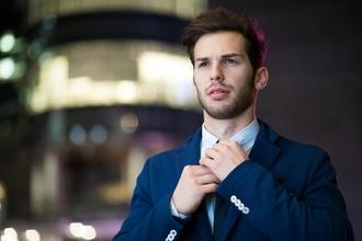 Procuramos homens que falam inglês entre os 22 e os 40 anos para vídeo