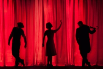 Procuramos artistas estrangeiros para companhia de teatro