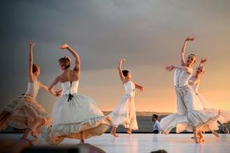 Procuramos bailarinas para constituírem um grupo de dança medieval em São João de Ver