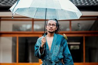 Procuramos homem de ascendência japonês entre os 28 e os 38 anos quem tem barba para publicidade