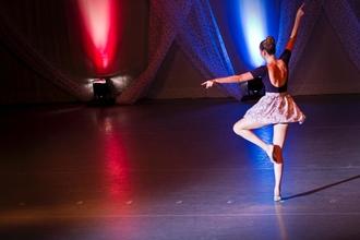 Audição para bailarinas para companhia profissional