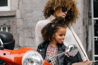 Procuramos Mulher Grávida (mais de 5 meses) e Mulher com filhos/filhas entre 28-35 anos, caucasianas ou afrodescendentespara anuncio de televisão