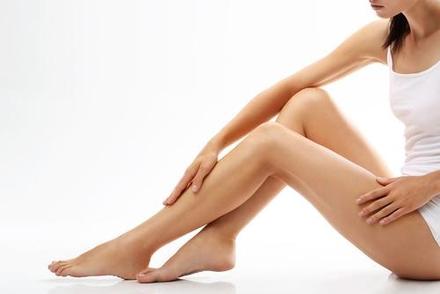Truques naturais contra as pernas cansadas e cólicas