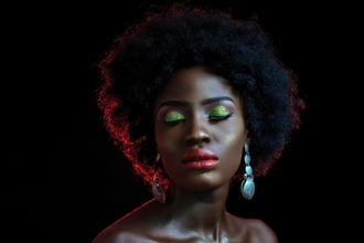Procuramos mulheres com cabelo afro ou exótico paracampanha publicitária