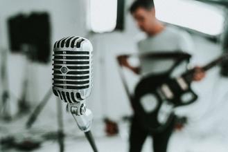 Procuramos vozes masculinas e femininas entre os 18 e os 40 anos para projeto musical